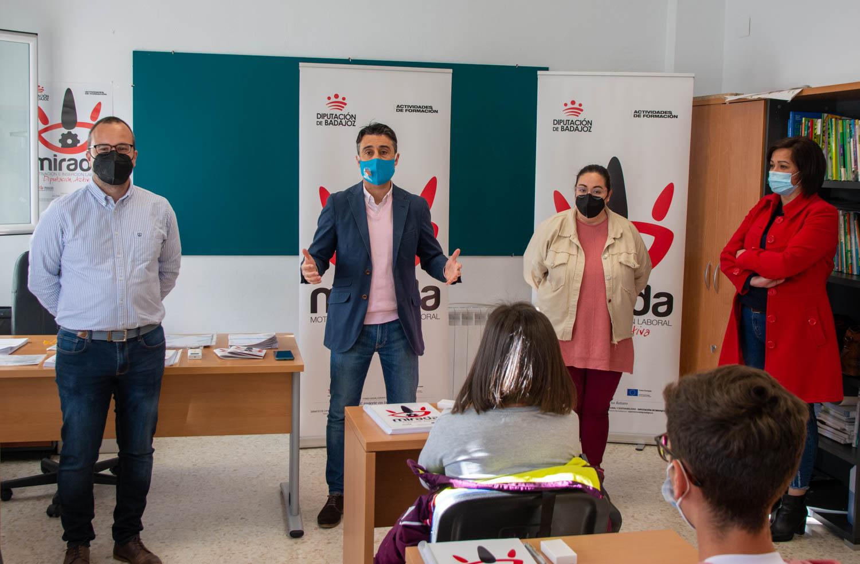 INAUGURADO EN PUEBLA DE LA CALZADA UN CURSO DE ACTIVIDADES AUXILIARES DE ALMACÉN